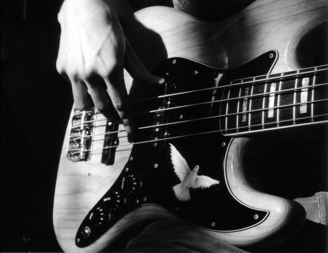 Edtech for learning the bass guitar