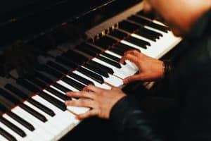 Common piano mistakes: too much finger pressure