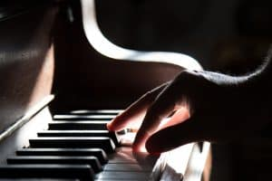 Common piano mistakes: tense fingers