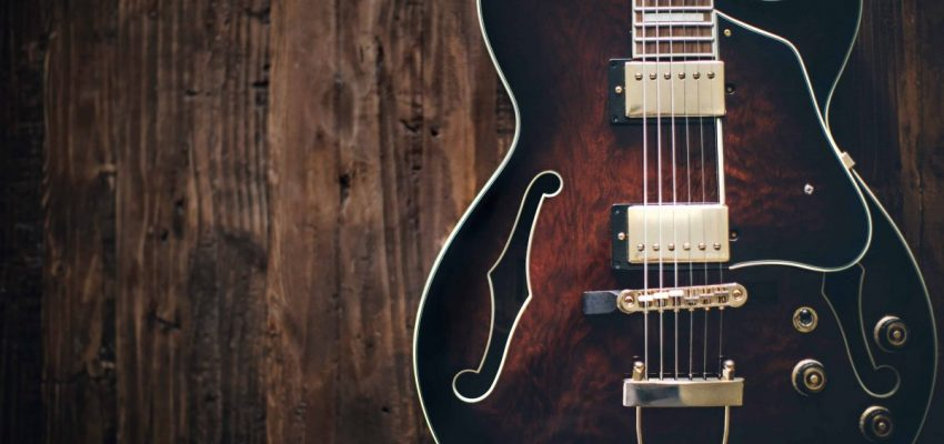 How to care for a guitar (20 essential tips)
